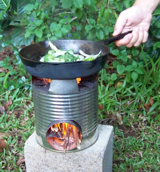 Making a simple rocket stove with all natural materials for Tin can solar heater